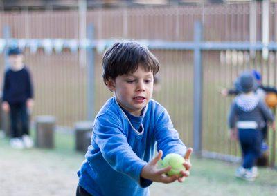 Catching the ball at Mundamia